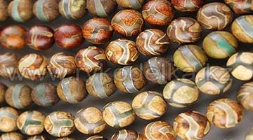 Камни нитями